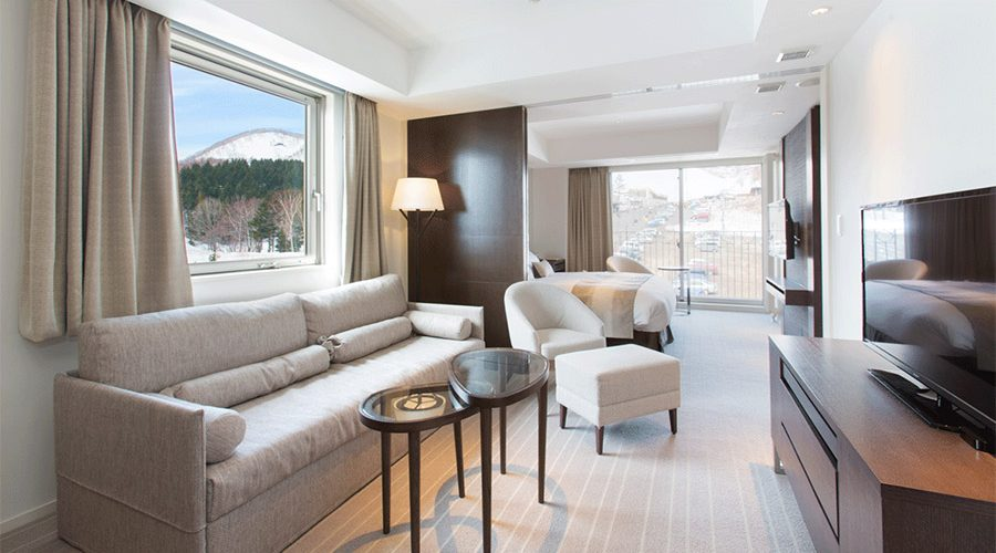 chalet-ivy-hirafu-rooms-and-suites-deluxe-onsen-suite-hirafu-mountain-view-2