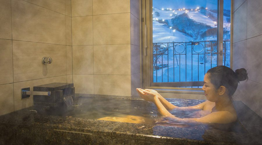 chalet-ivy-hirafu-rooms-and-suites-deluxe-onsen-suite-hirafu-mountain-view-5