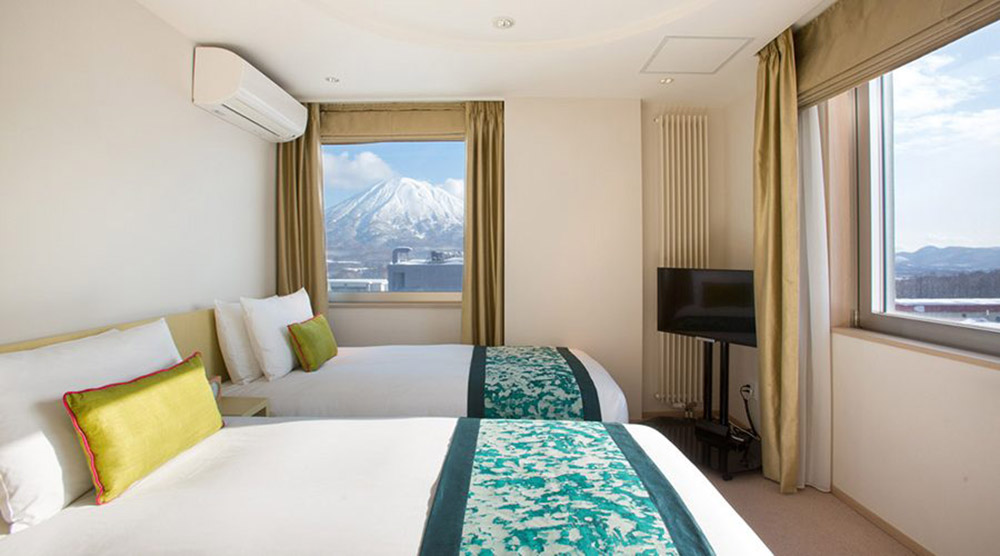 chalet-ivy-hirafu-rooms-and-suites-grand-deluxe-onsen-suite-21-900x500